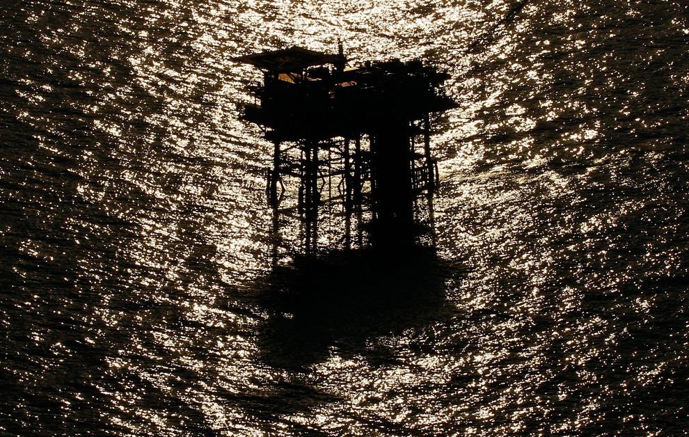 Буровая платформа рядом с устьевым отверстием скважины «Deepwater Horizon» в Мексиканском заливе, недалеко от Нового Орлеана.